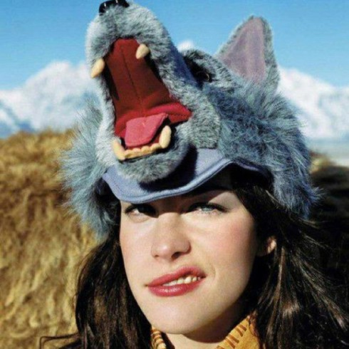 Liv-Tyler-wolf-hat-web-582x582